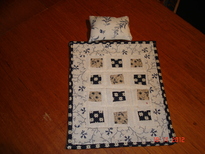 blue-&-white-single-quilt-+-pillow.jpg