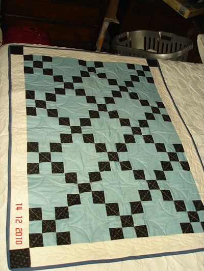 irish chain lap quilt6.jpg
